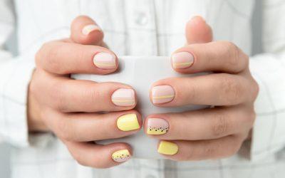 Comment peut-on prendre soin des mains et des ongles?